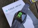 fitbit VERSA im Test: Elegante Smartwatch für Gelegenheitssportler